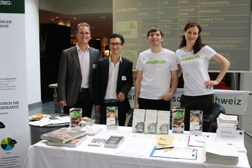 Rafi, Marielle und Adrian für vegan.ch mit Raphael Lüthy von EduChefs