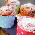 Dattel-Baumnuss-Muffins mit Zitronen-Glasur