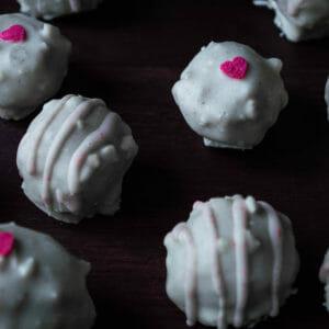 Rezept für vegane Pralinés mit Erdbeerfüllung